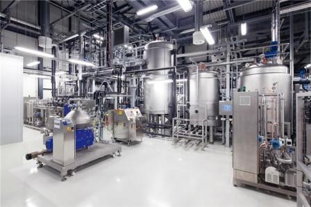 Pada skala Pilot plant, para peneliti di Fraunhofer Center for Chemical-Biotechnological Processes CBP berupaya untuk memproduksi isobuatana dari bahan baku terbarukan.