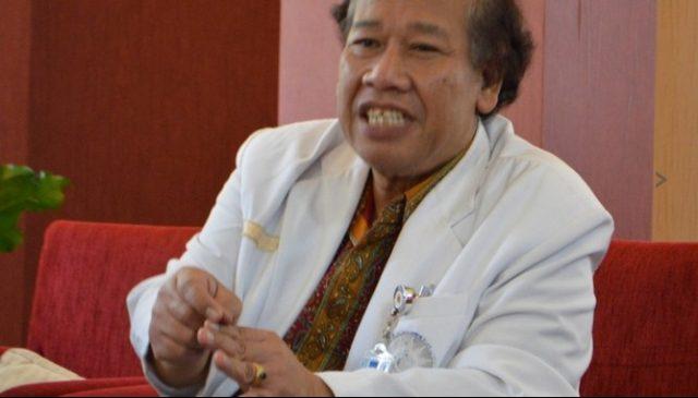 Prof.Dr Suhardjo, Ahli Kesehatan Mata Fakultas Kedokteran UGM. (Credit: www.ugm.ac.id)