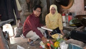Hasan Basri dan Ibu. (Credit: ugm.ac.id)