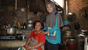 Bagas dan Ibu. (Credit: ugm.ac.id)